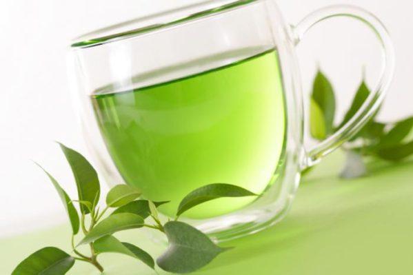 Consumindo chá verde