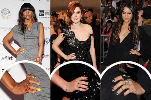 Moda esmalte: um dedo pintado de cor diferente