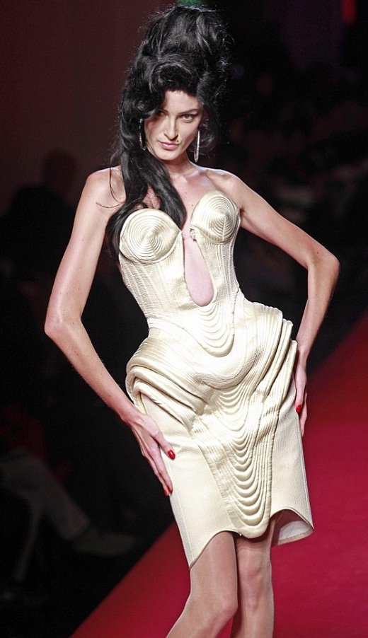 Amy Winehouse na moda de Jean-Paul Gaultier