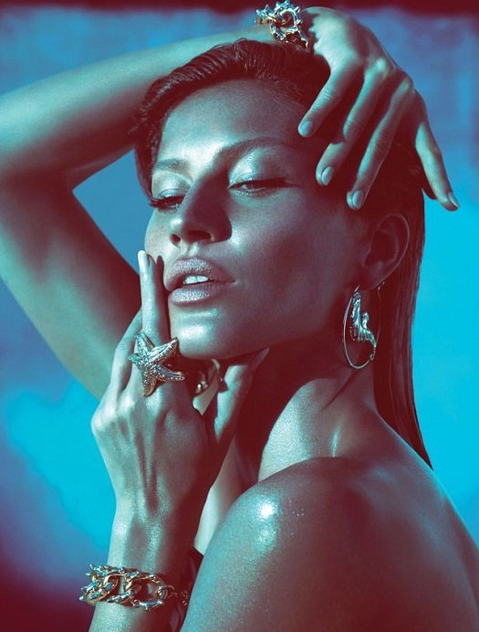Gisele Bündchen: estrela da campanha primavera verão 2012 da Versace