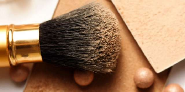 Pó compacto ou pó solto na maquiagem?