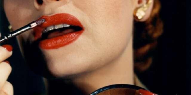 4 itens para a maquiagem com boca vermelha